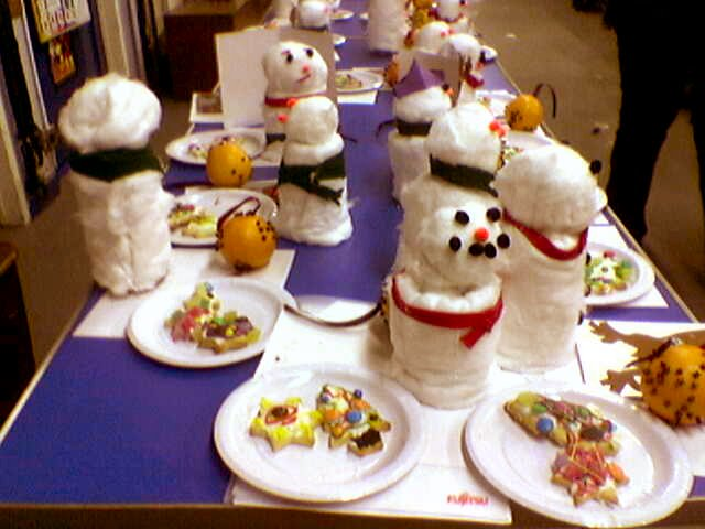 http://cookhamscouts.typepad.com/rs_news/images/cubs_christmas_decorations_a_2005.jpg